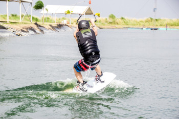 wakeboarding-more-fun-in-the-philippines-0452-4